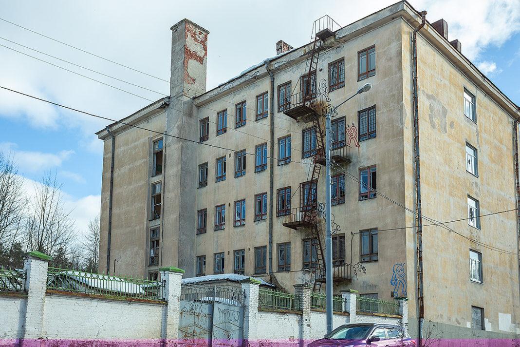 здание бывшего военно-морского училища в Выборге